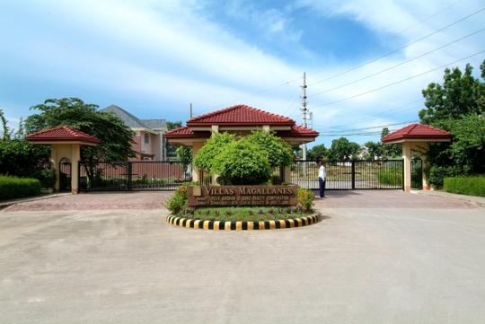 Villas Magallanes Gate