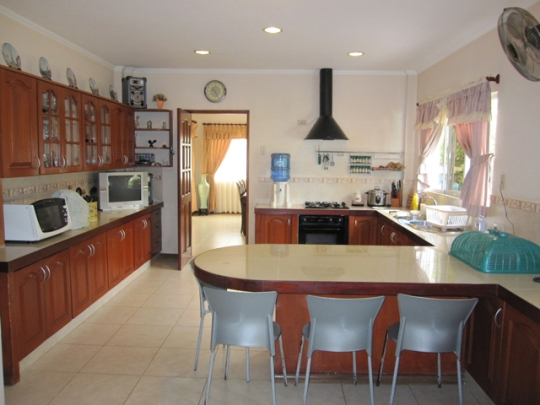 Mactan-house-136-kitchen2