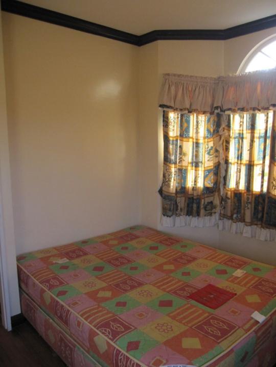 Mactan-house-247-bedroom2bw