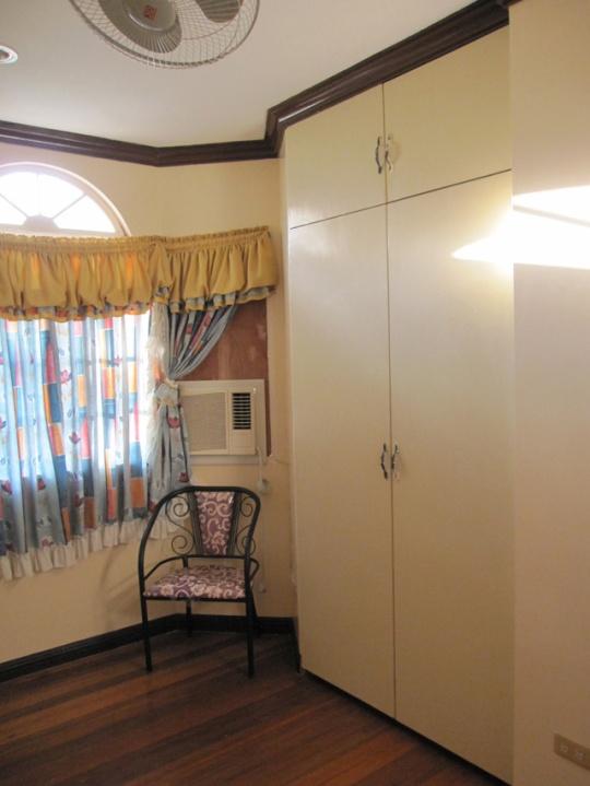 Mactan-house-247-bedroom3bw