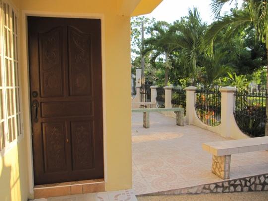 Mactan-house-247-view-outside2w