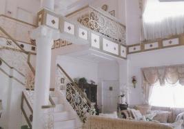 Mactan-house-263-living-stairs