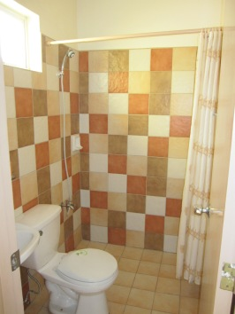 Mactan-Albeniz-house-Bathroom2