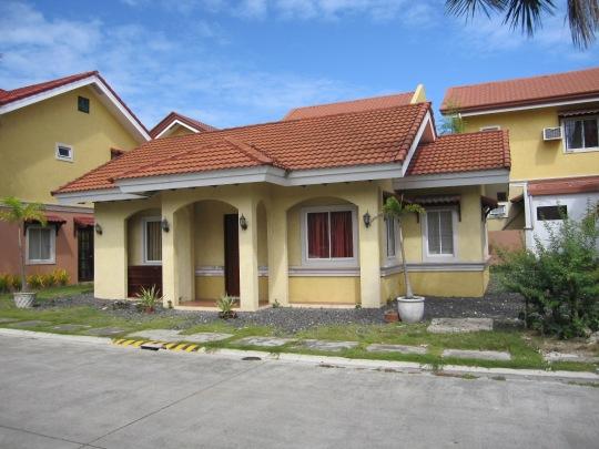 Mactan-Albeniz-house-front
