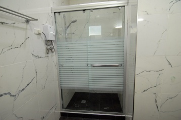 House266-guest-shower
