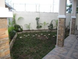 FLR-house-267-side-garden