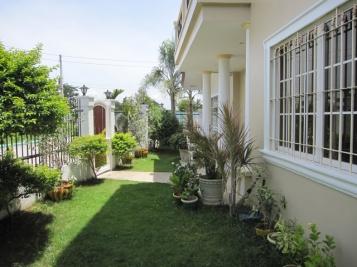 mactan_house_281_front_garden