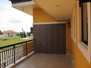 Mactan-house177-balcony